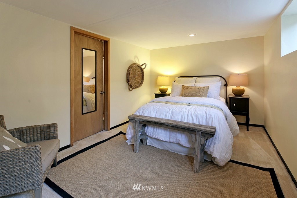 Sold Property | 3053 22nd Avenue W Seattle, WA 98199 11
