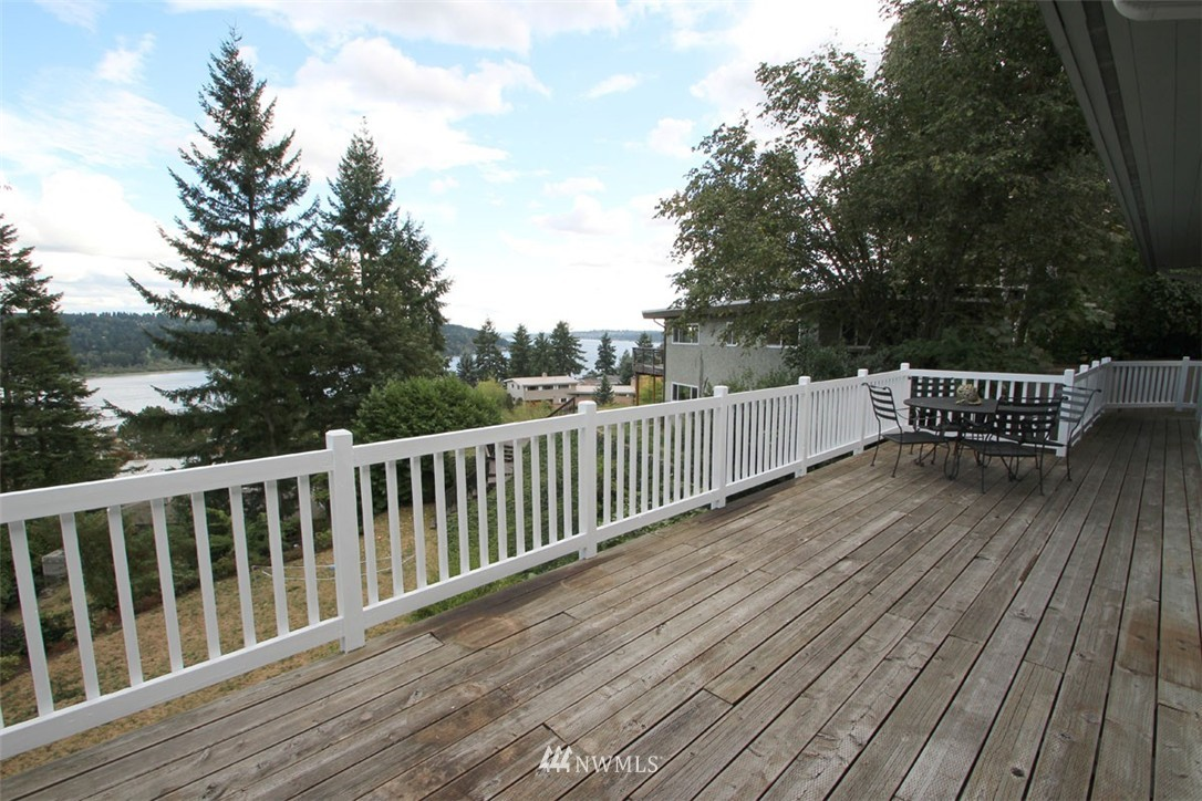 Sold Property | 5508 NE 180th Street Lake Forest Park, WA 98155 1