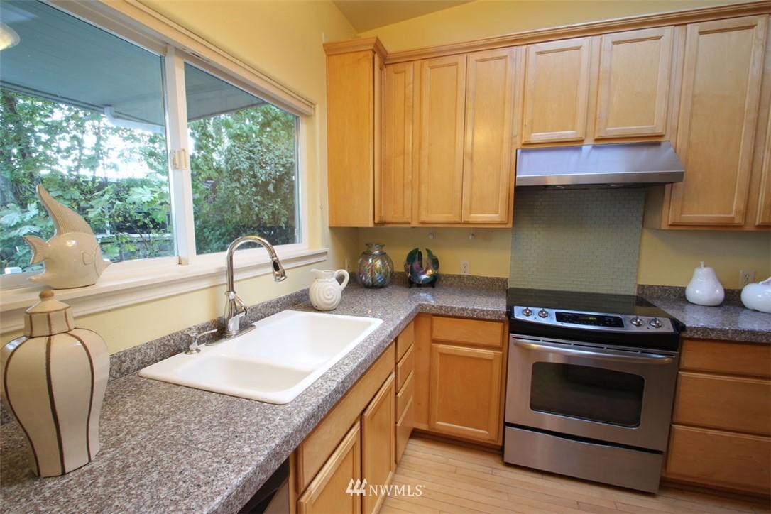 Sold Property | 5508 NE 180th Street Lake Forest Park, WA 98155 6