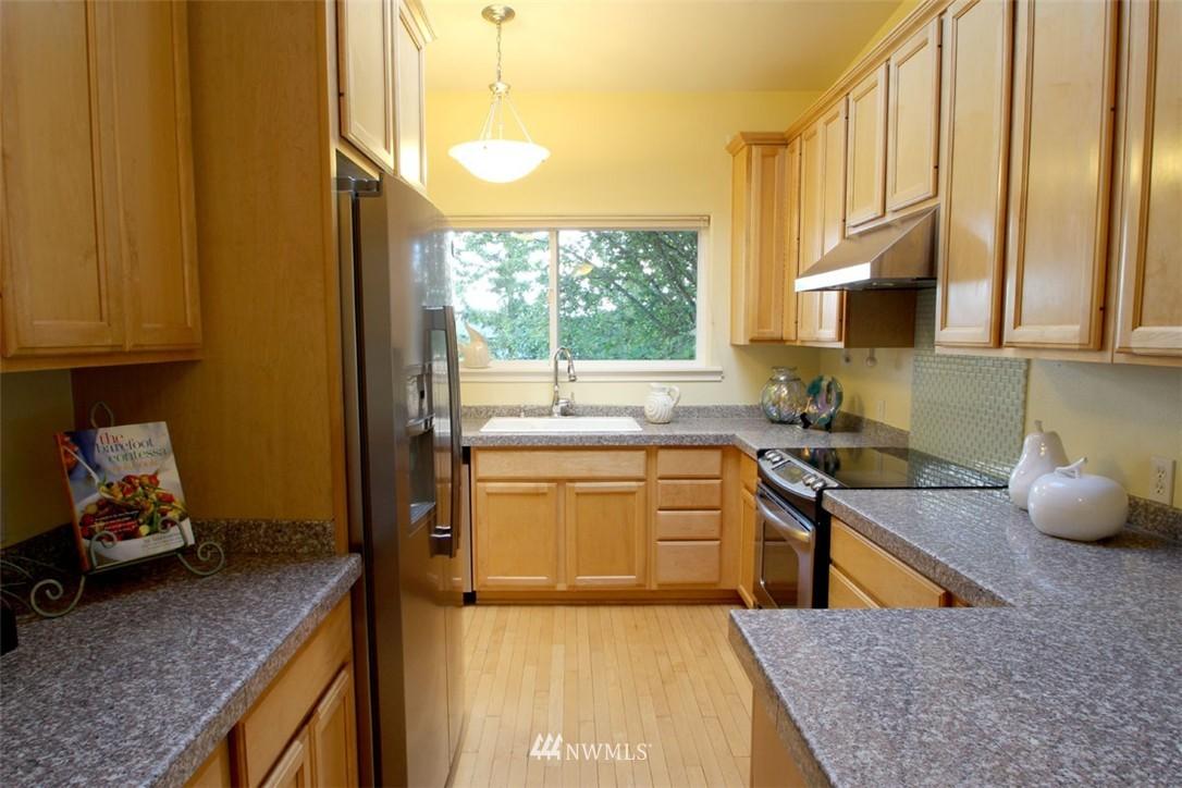 Sold Property | 5508 NE 180th Street Lake Forest Park, WA 98155 8