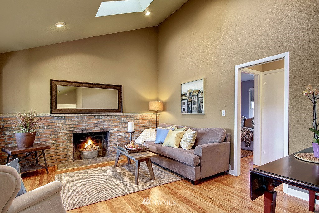 Sold Property | 326 N 103rd Street Seattle, WA 98133 4