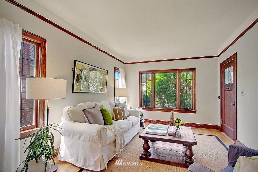 Sold Property | 837 NE 56th Street Seattle, WA 98105 2