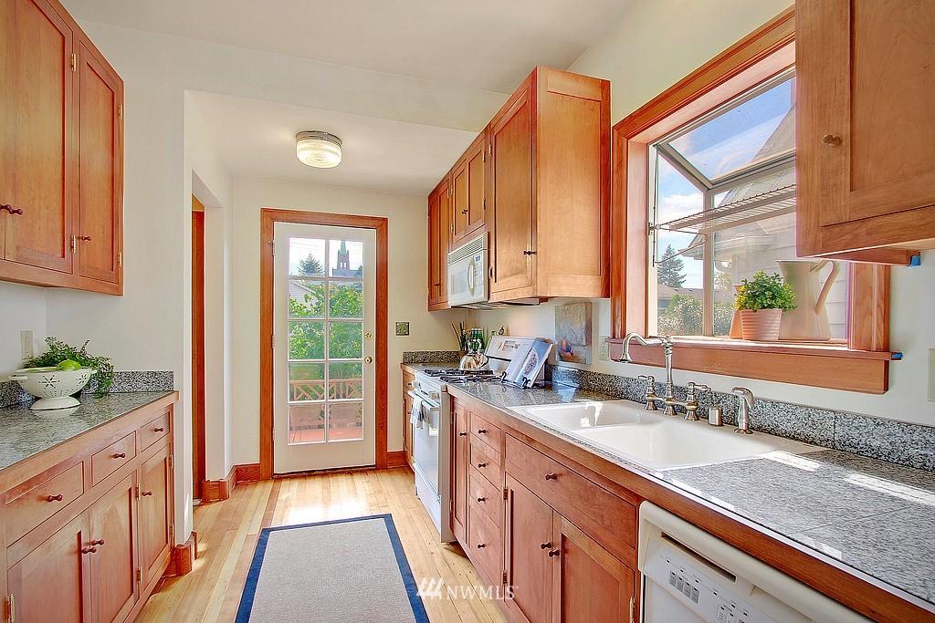 Sold Property | 837 NE 56th Street Seattle, WA 98105 4