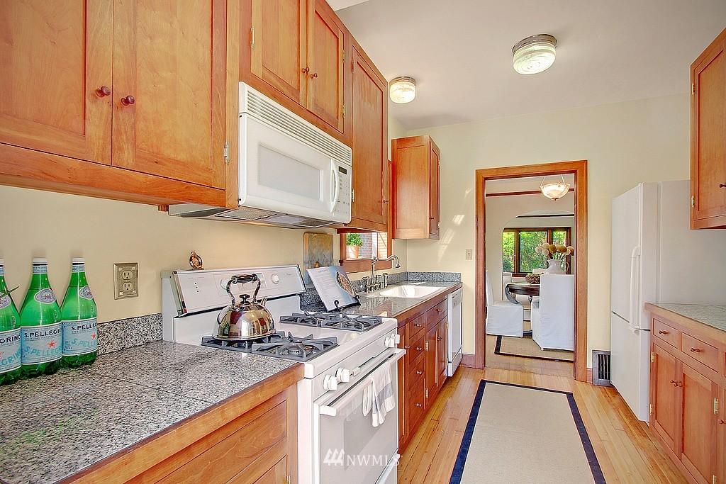 Sold Property | 837 NE 56th Street Seattle, WA 98105 5