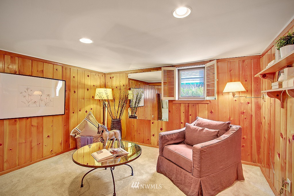 Sold Property | 837 NE 56th Street Seattle, WA 98105 9
