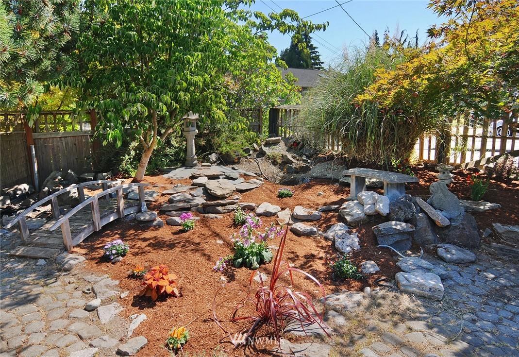 Sold Property | 1010 NE 89th Street Seattle, WA 98115 2