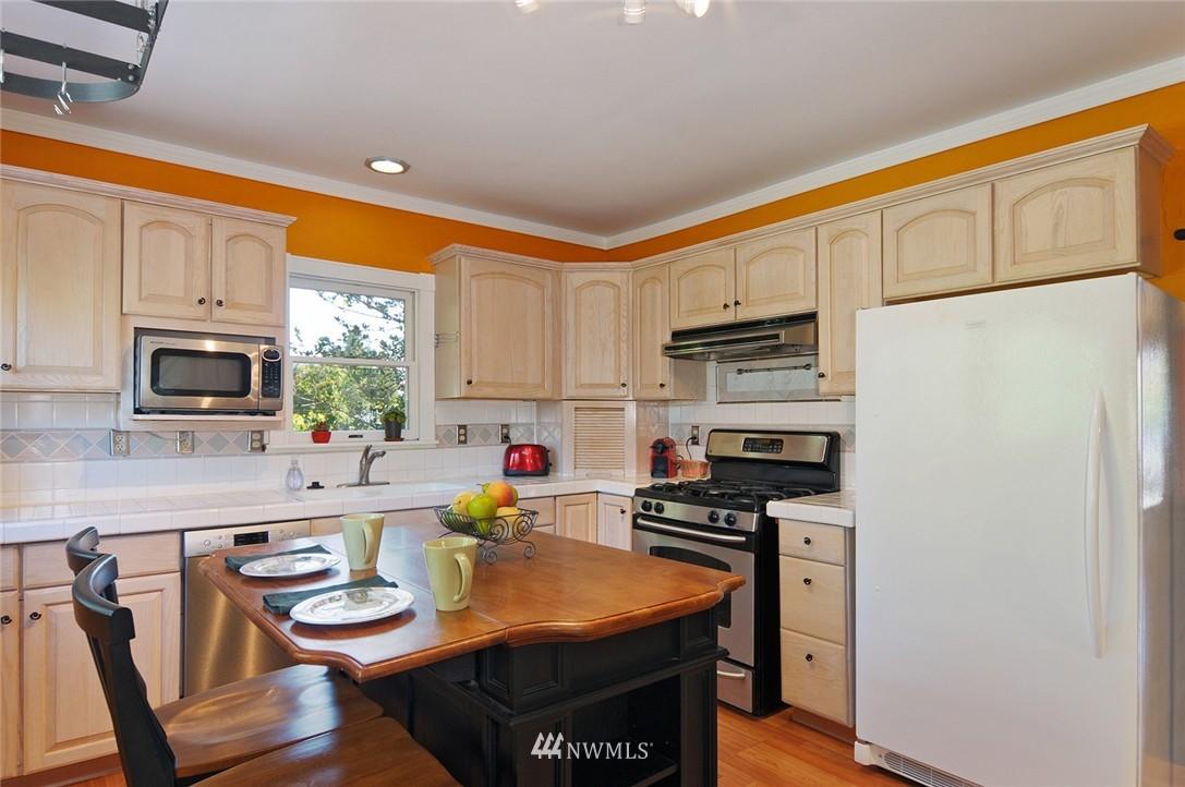Sold Property | 1010 NE 89th Street Seattle, WA 98115 6