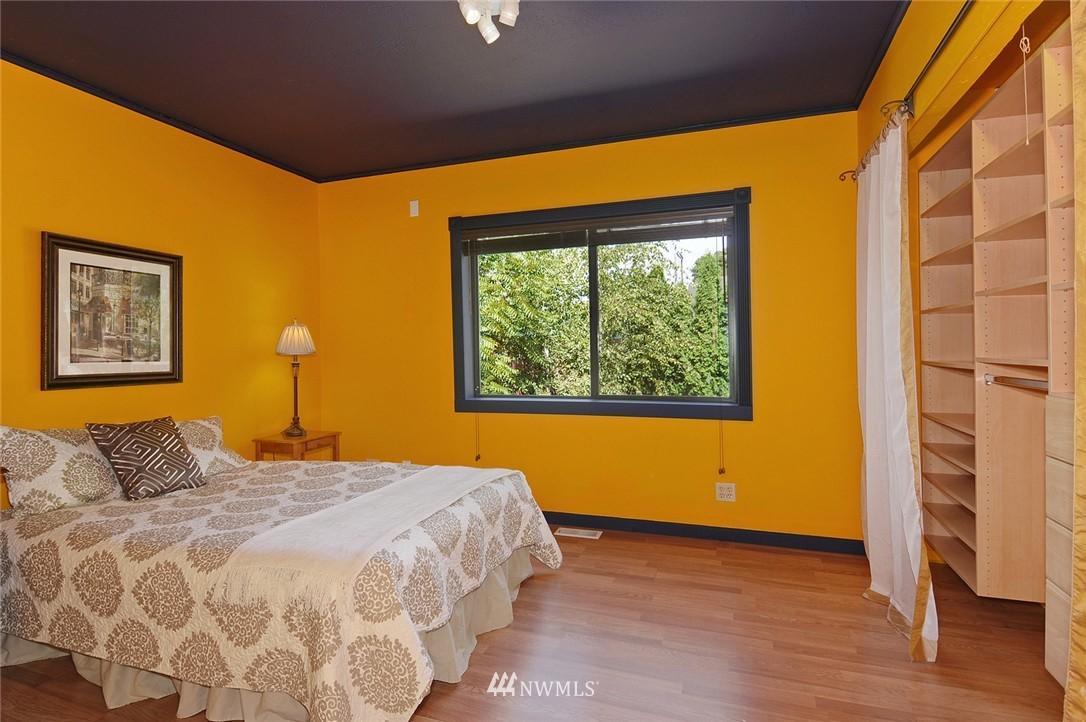 Sold Property | 1010 NE 89th Street Seattle, WA 98115 7