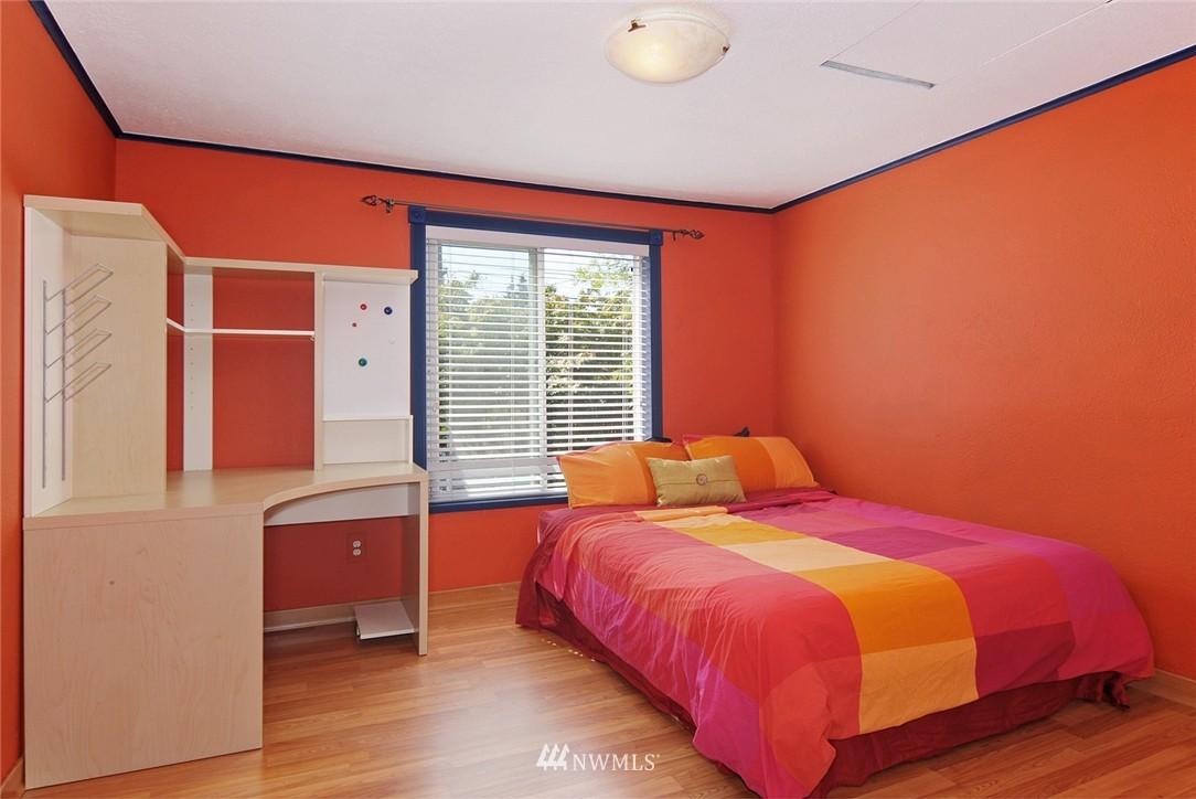 Sold Property | 1010 NE 89th Street Seattle, WA 98115 8