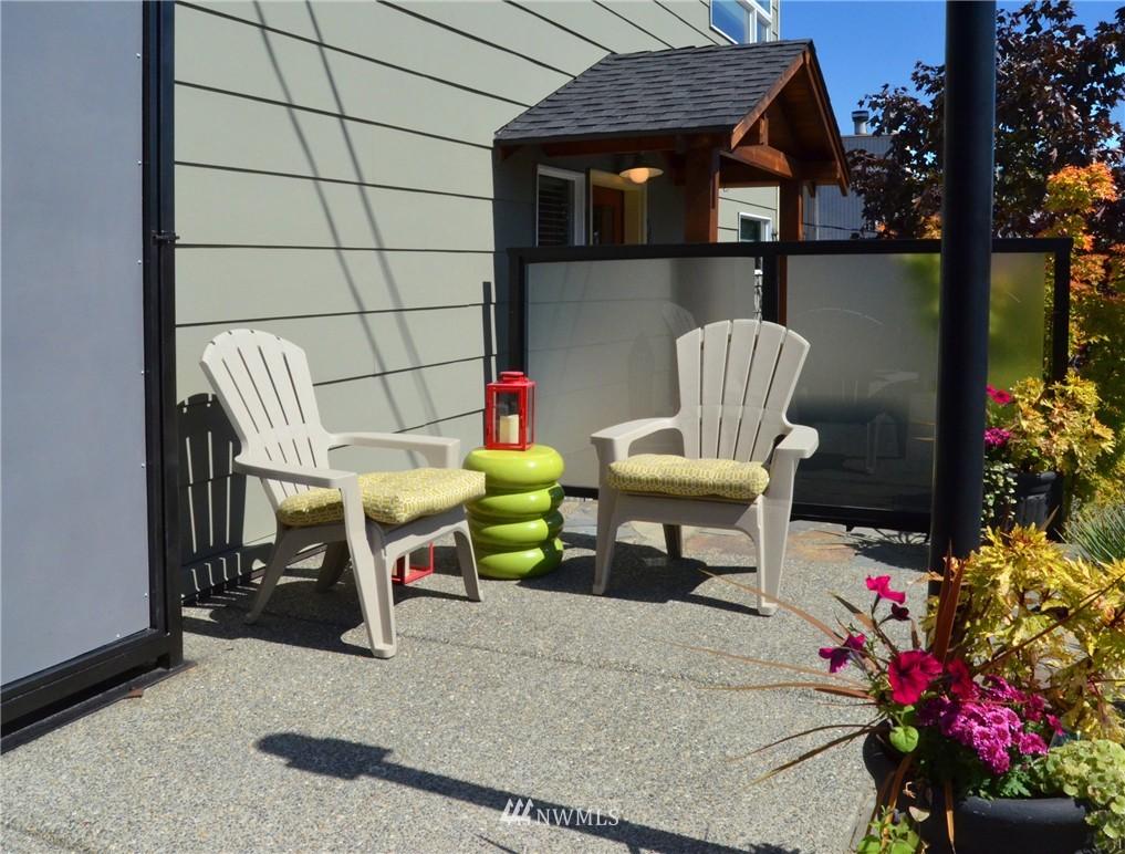 Sold Property | 558 Highland Drive Seattle, WA 98109 3