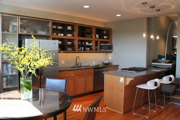 Sold Property | 558 Highland Drive Seattle, WA 98109 5