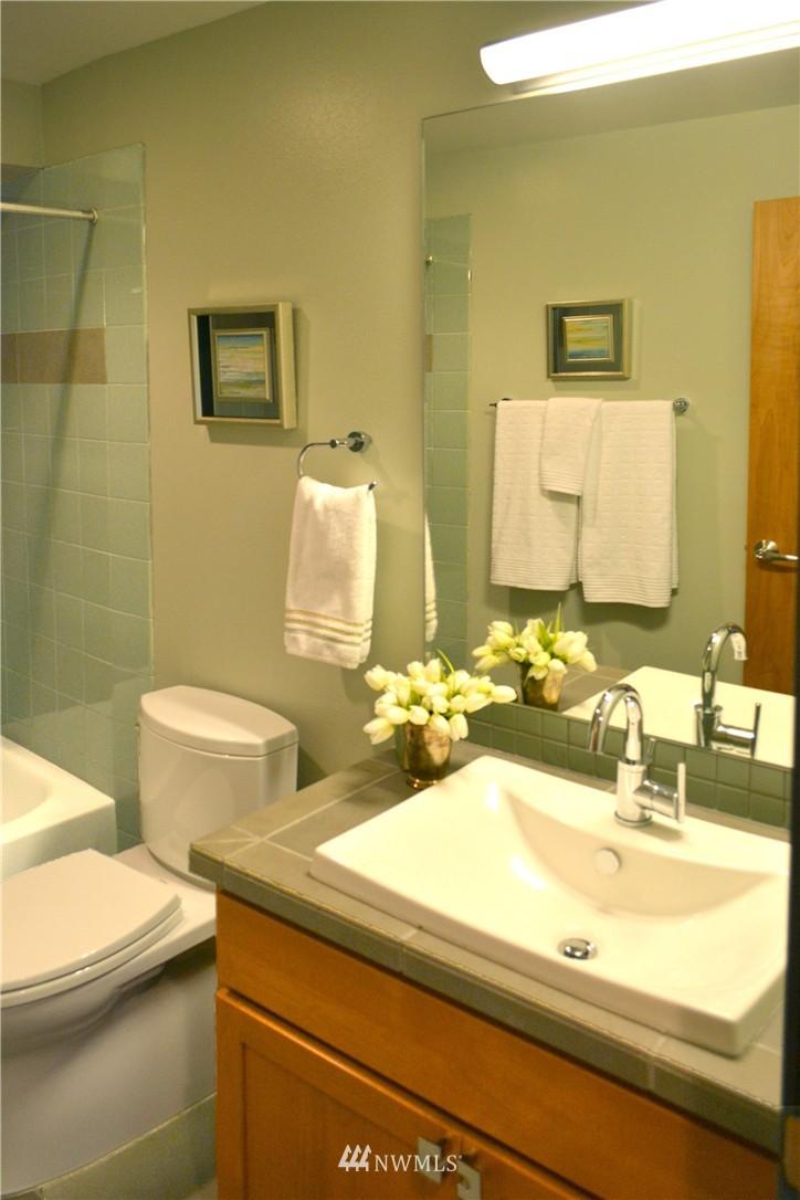 Sold Property | 558 Highland Drive Seattle, WA 98109 13
