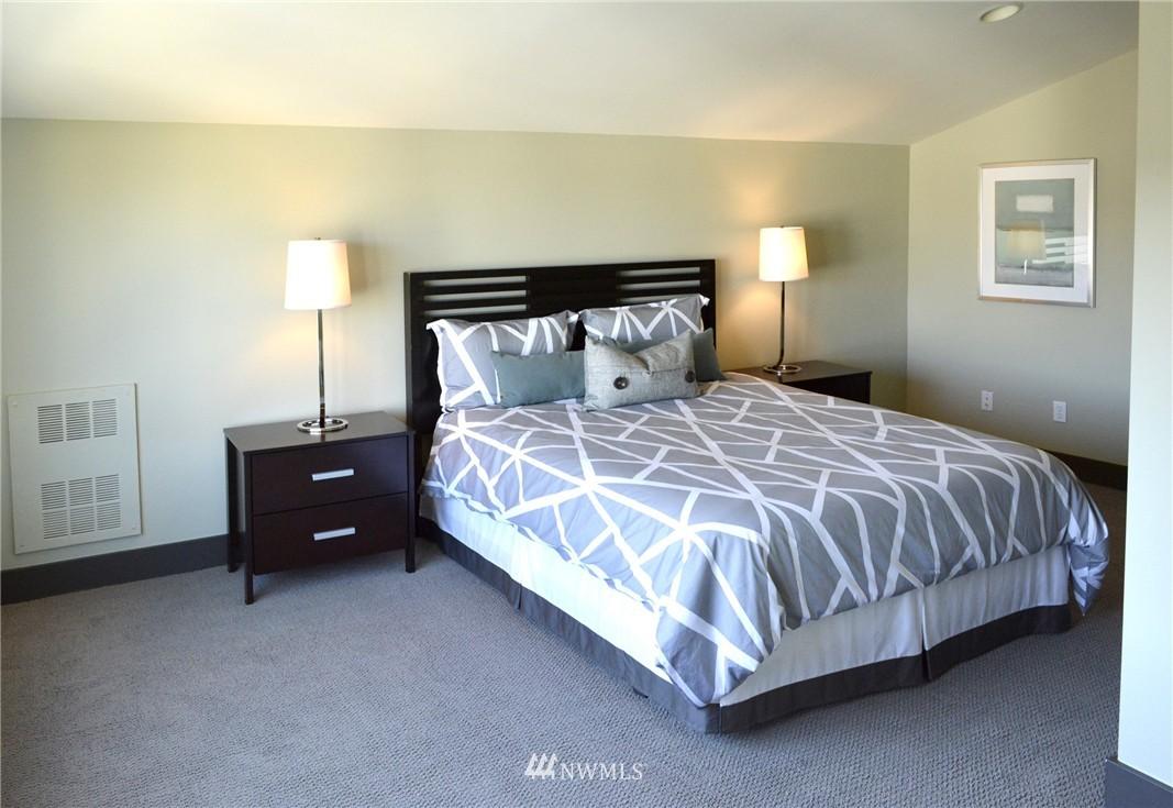 Sold Property | 558 Highland Drive Seattle, WA 98109 14