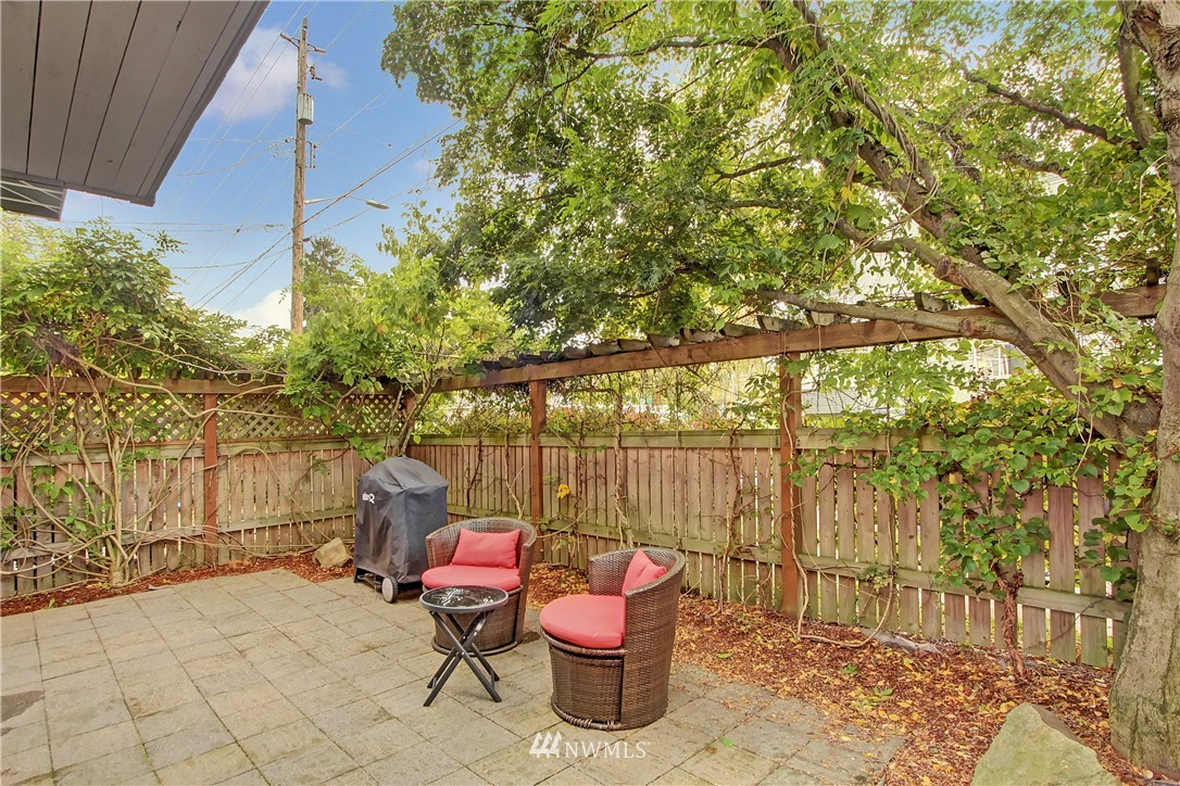 Sold Property | 220 Boston Street Seattle, WA 98109 13