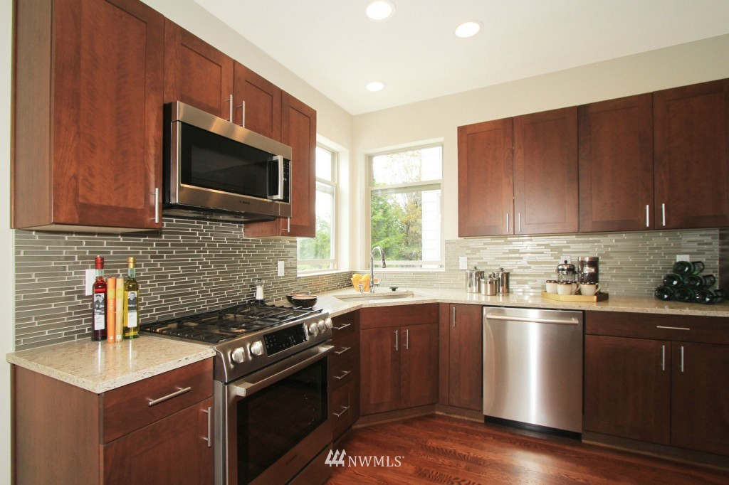 Sold Property | 8297 5th Avenue NE Seattle, WA 98115 7