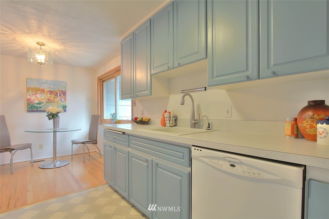 Sold Property   11038 38th Avenue NE Seattle, WA 98125 7