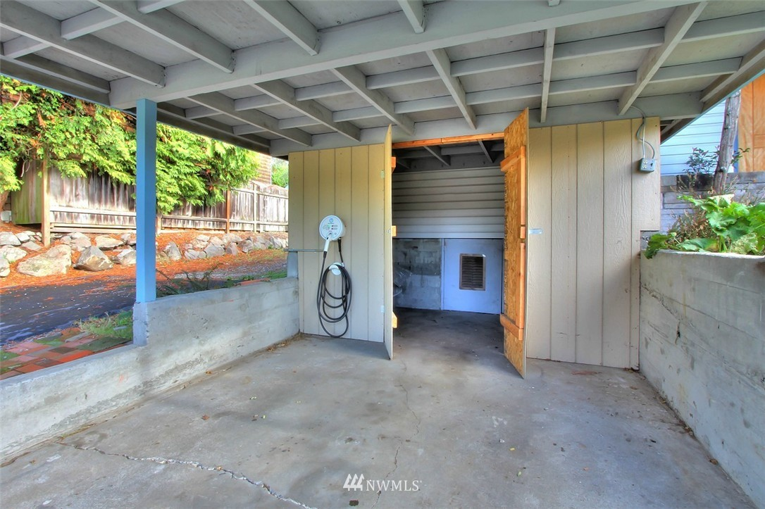 Sold Property   11038 38th Avenue NE Seattle, WA 98125 18