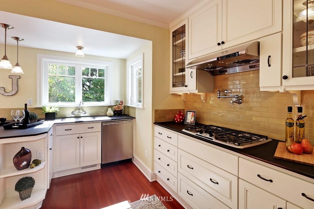 Sold Property   1039 NE 91st Street Seattle, WA 98115 5