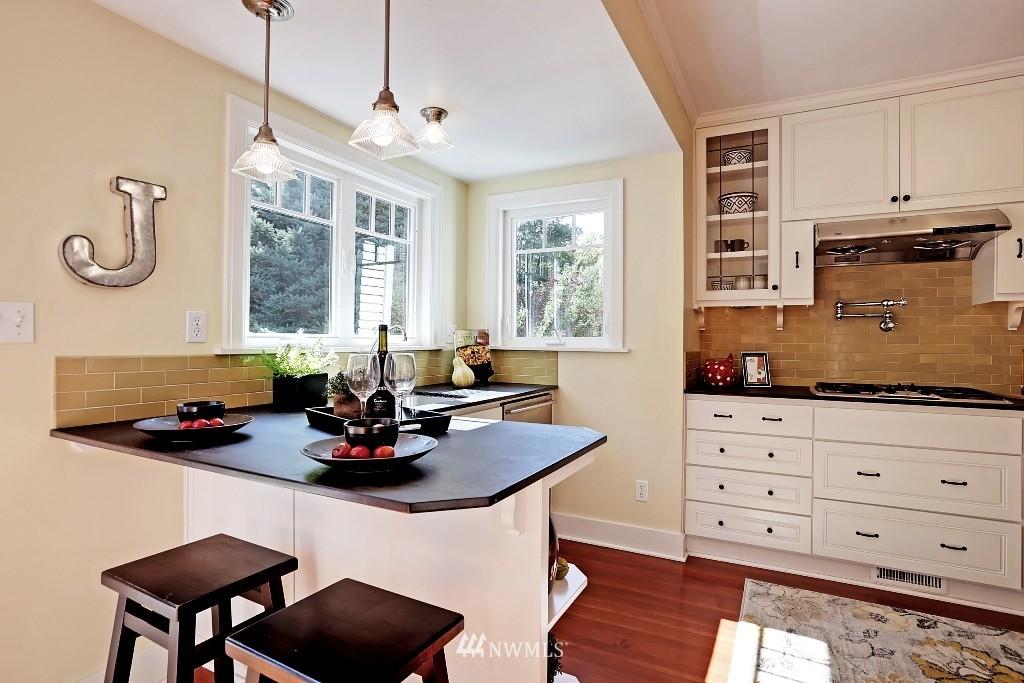 Sold Property   1039 NE 91st Street Seattle, WA 98115 7