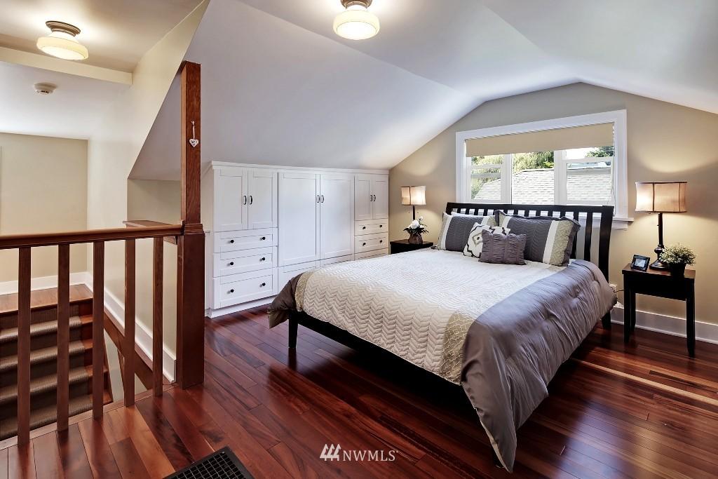 Sold Property   1039 NE 91st Street Seattle, WA 98115 8