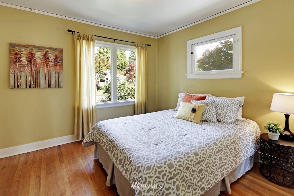 Sold Property   1039 NE 91st Street Seattle, WA 98115 12