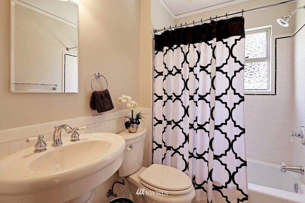 Sold Property   1039 NE 91st Street Seattle, WA 98115 13