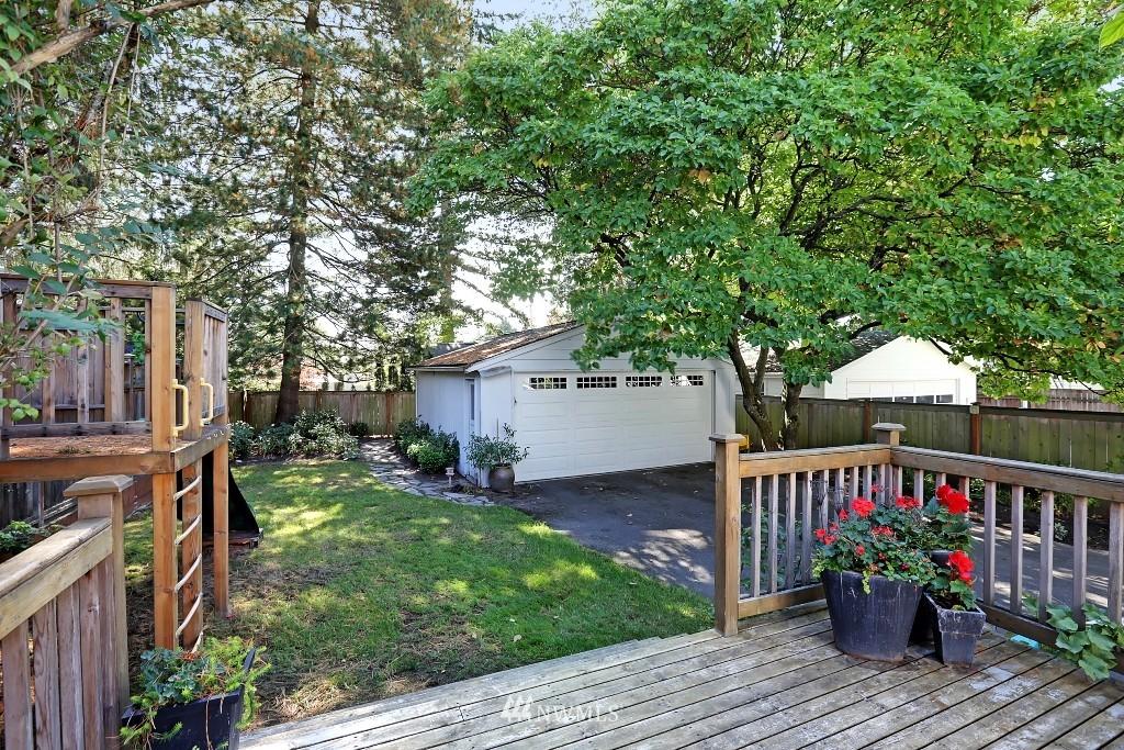 Sold Property   1039 NE 91st Street Seattle, WA 98115 16