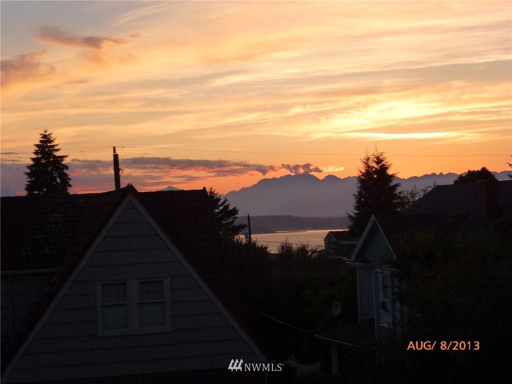 Sold Property | 4322 SW Seattle Street Seattle, WA 98116 2