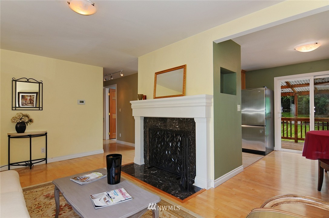 Sold Property | 8808 Ravenna Avenue NE Seattle, WA 98115 3