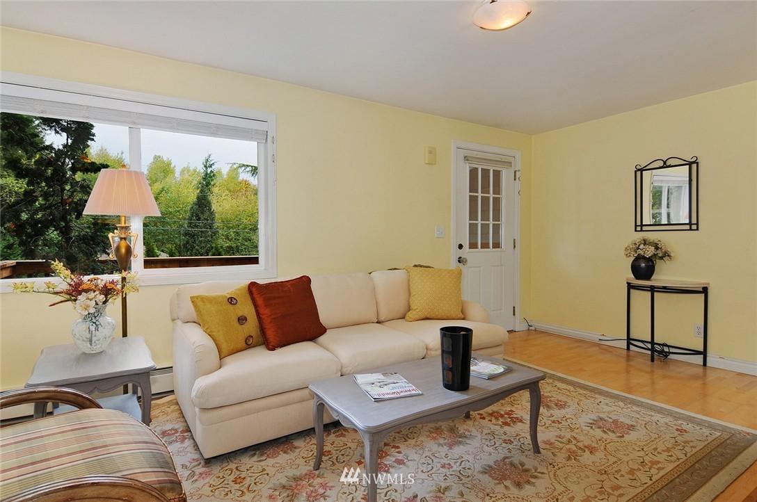 Sold Property | 8808 Ravenna Avenue NE Seattle, WA 98115 4