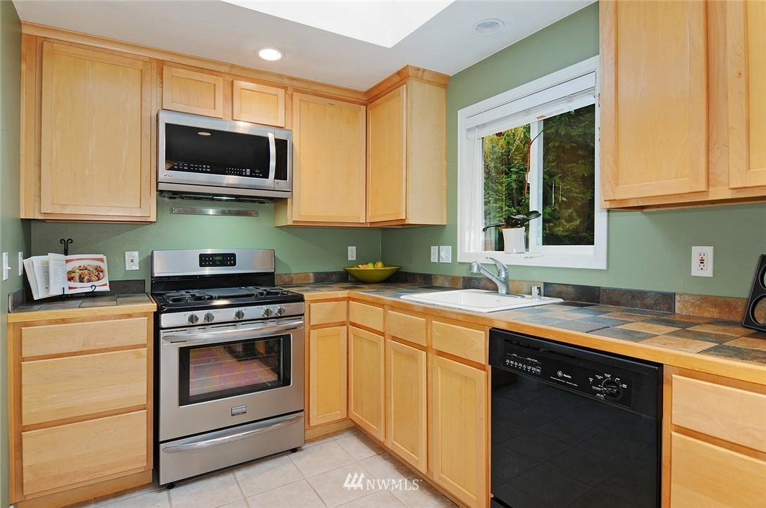 Sold Property | 8808 Ravenna Avenue NE Seattle, WA 98115 6