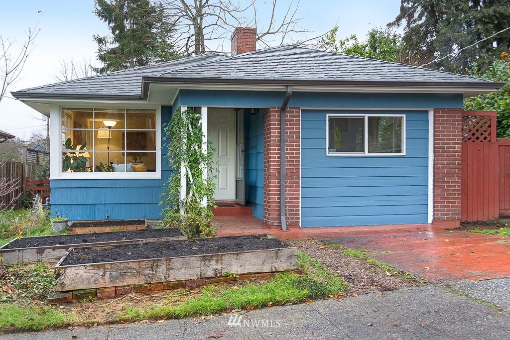 Sold Property | 5026 Bowen Place S Seattle, WA 98118 0