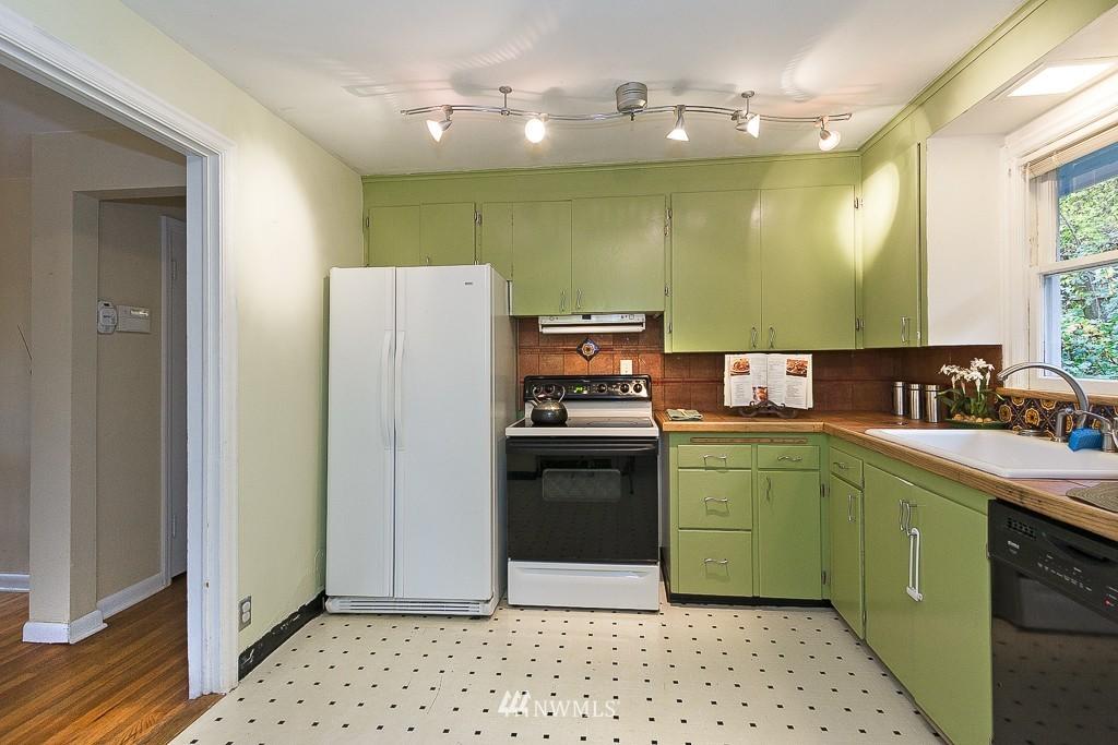 Sold Property | 5026 Bowen Place S Seattle, WA 98118 6