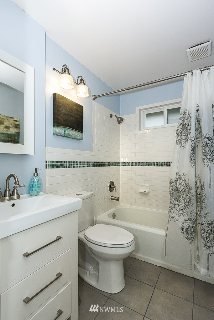 Sold Property | 5026 Bowen Place S Seattle, WA 98118 11