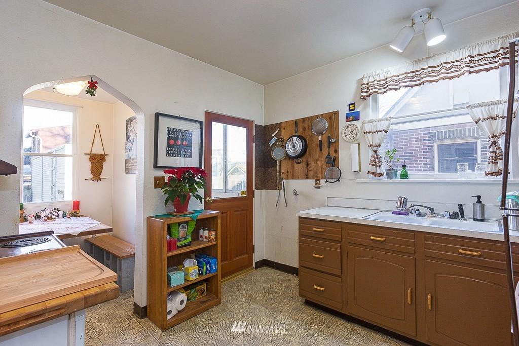 Sold Property | 7216 Palatine Avenue N Seattle, WA 98103 4