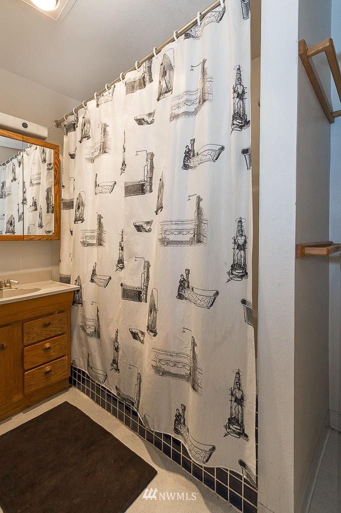 Sold Property | 7216 Palatine Avenue N Seattle, WA 98103 8