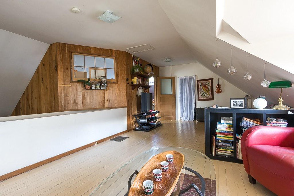 Sold Property | 7216 Palatine Avenue N Seattle, WA 98103 13