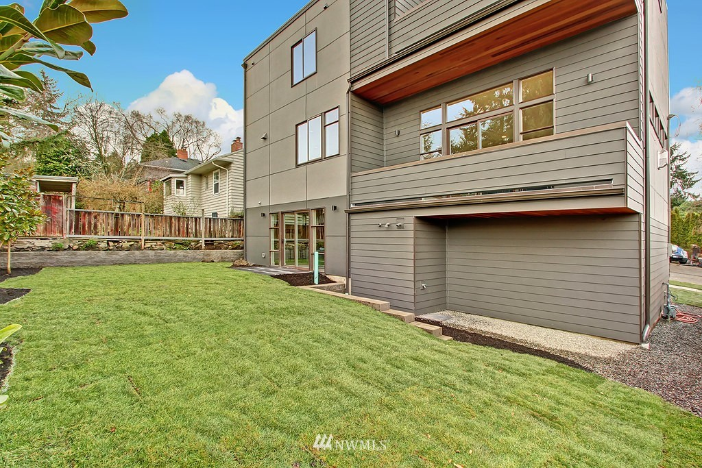 Sold Property   3813 NE 57th Street Seattle, WA 98105 23