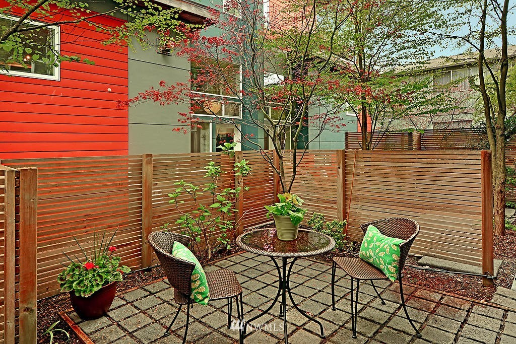 Sold Property | 1523 19th Avenue #B Seattle, WA 98122 1