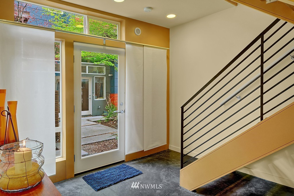 Sold Property | 1523 19th Avenue #B Seattle, WA 98122 2