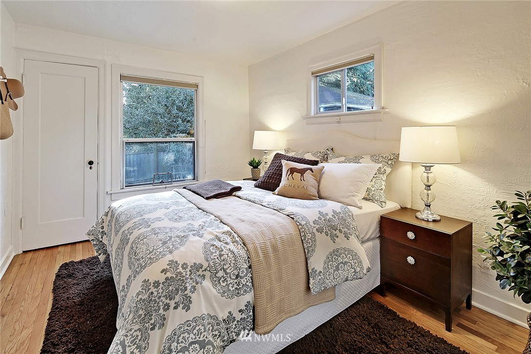 Sold Property | 915 N 92nd Street Seattle, WA 98103 8