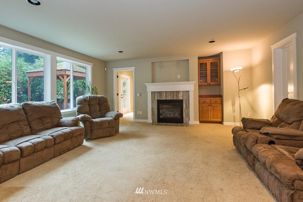 Sold Property | 15036 Dayton Avenue N Shoreline, WA 98133 2