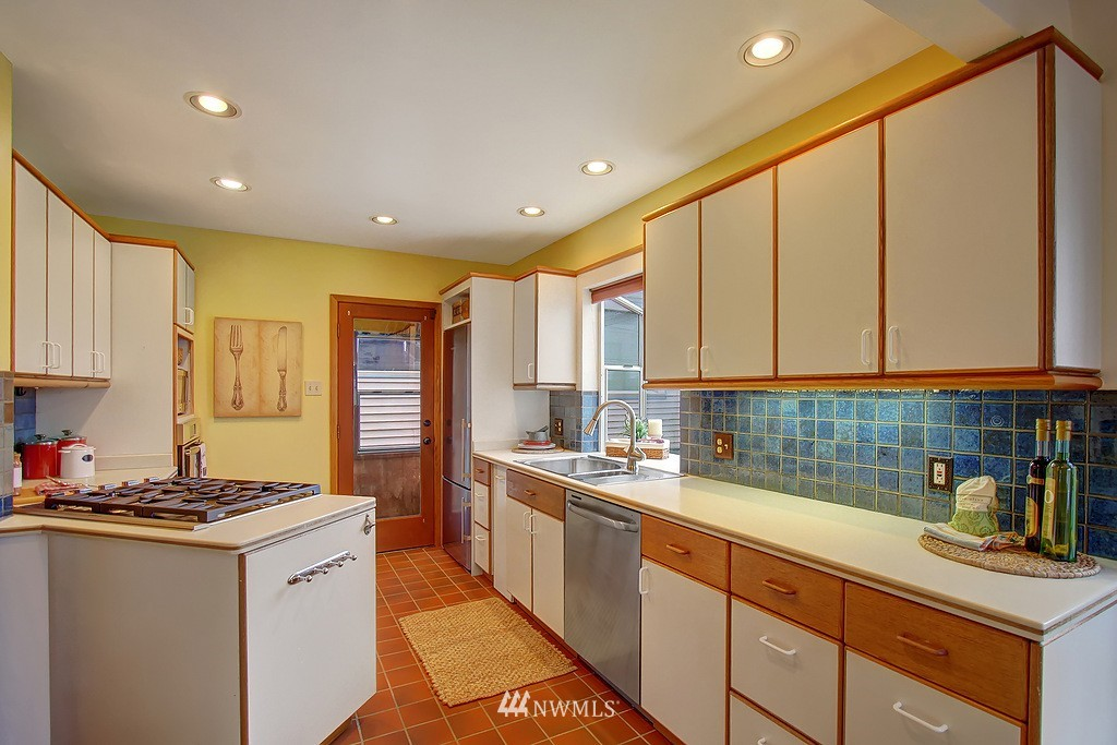 Sold Property | 218 NW 73rd Street Seattle, WA 98117 6
