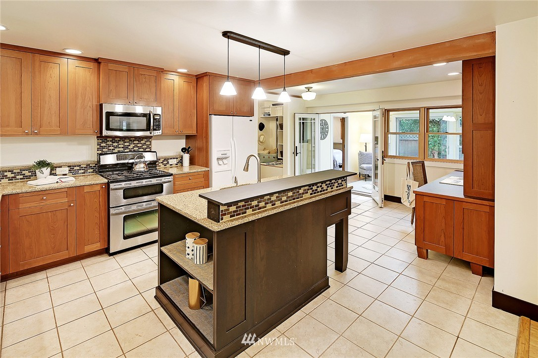 Sold Property | 8064 26th Avenue NW Seattle, WA 98117 5