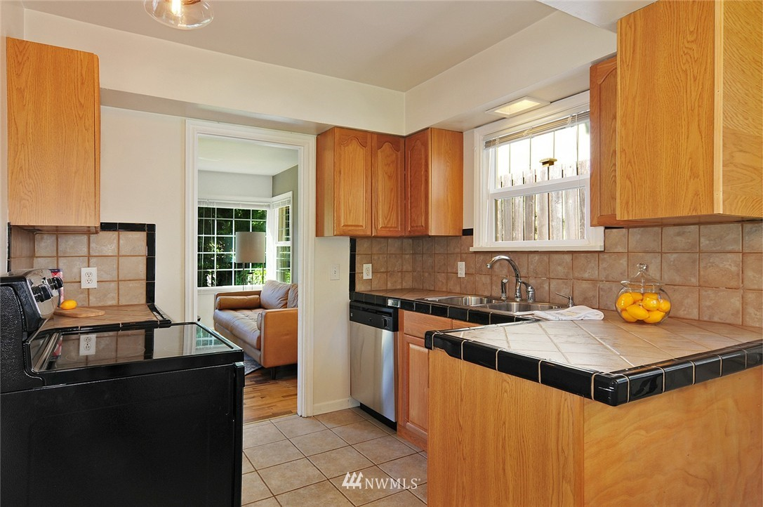 Sold Property | 2506 NE 120th Street Seattle, WA 98125 4