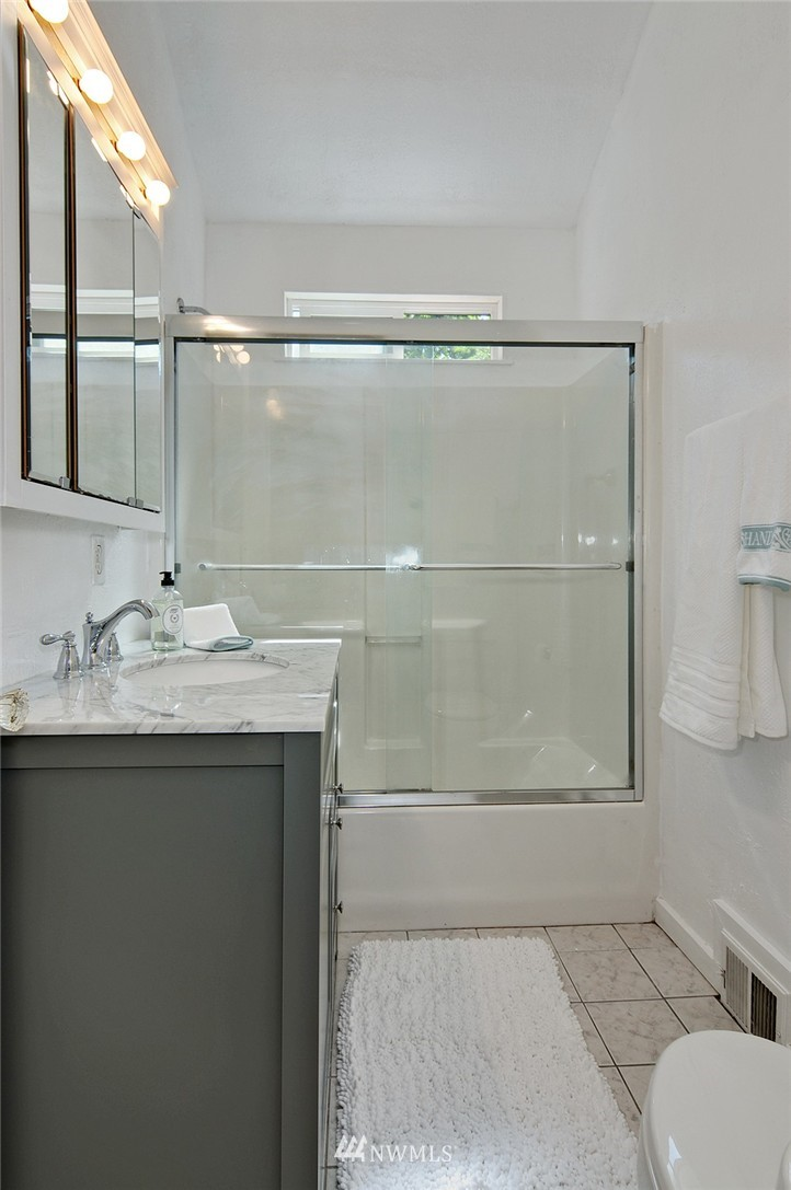 Sold Property | 2506 NE 120th Street Seattle, WA 98125 8