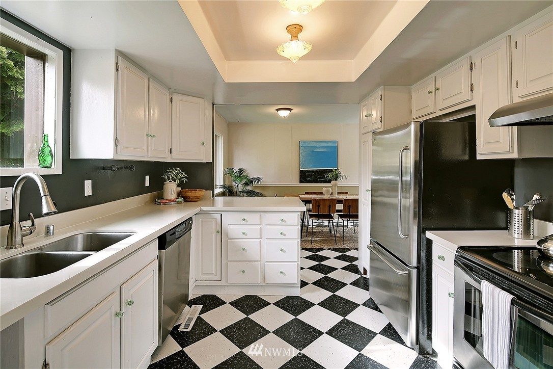 Sold Property   9020 32nd Avenue SW Seattle, WA 98126 4