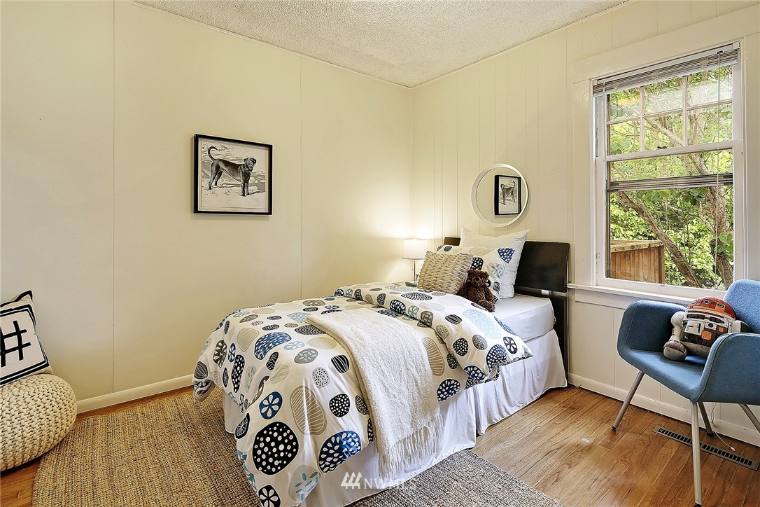Sold Property   9020 32nd Avenue SW Seattle, WA 98126 8