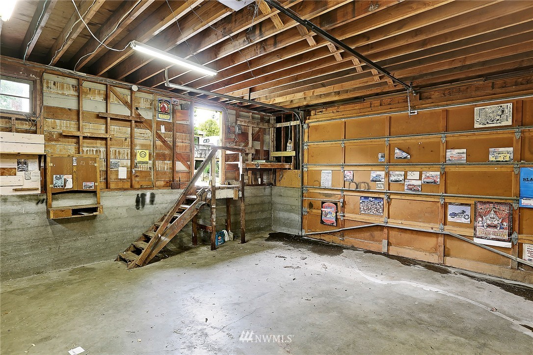Sold Property   9020 32nd Avenue SW Seattle, WA 98126 14