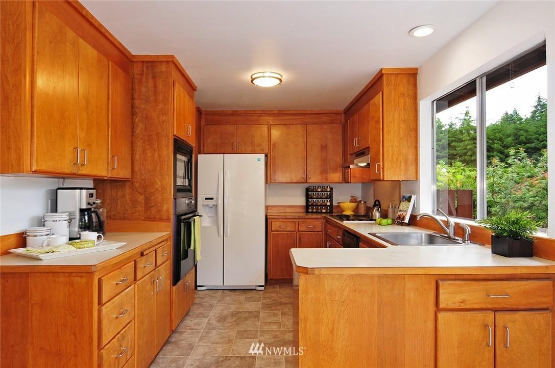 Sold Property | 2038 139th Place SE Bellevue, WA 98005 6